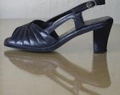 1970s navy blue Hush Puppies vegan sandals / never worn / size 7.5, 8