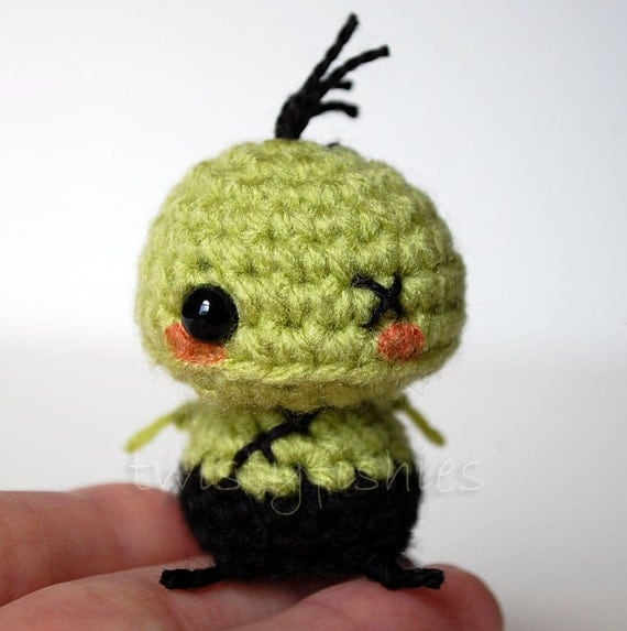 Amigurumi Halloween : Mini Zombie Amigurumi Kawaii Halloween by twistyfishies on ...