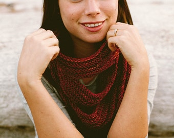 KNITTING PATTERN // Arbutus cowl // tiered horizontal ribbing welted circle scarf -- PDF