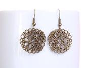 Antique brass round flower dangle drop earrings (627)