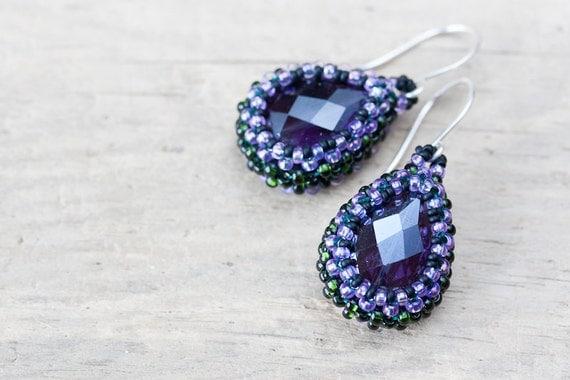 Grape Purple Earrings - beaded drop earrings, faceted teardrop glass bead, dark green beadwoven bezel, delicate purple jewelry