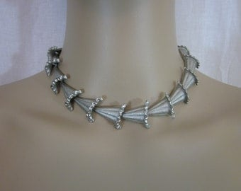 1960s Silver Tone Flower Choker Necklace
