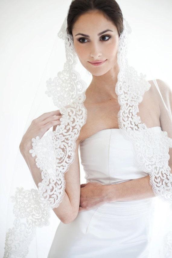 Sample Sale, Final Sale, Penelope Mantilla Veil Available in Ivory