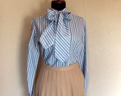 1970s Vintage Blouse by Evan Picone. Size Medium. White and Blue Striped Print. Long Sleeves. Button Down. Fitted Style. Optional Scarf Tie