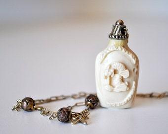 Vintage Hattie Carnegie Snuff Bottle Necklace
