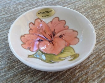 Moorcroft hibiscus Pin Dish new in original box with label - peach pink - cream ceramic pottery bowl - collector's item