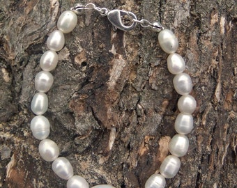 Freshwater Pearl bracelet, with natural pear nugget