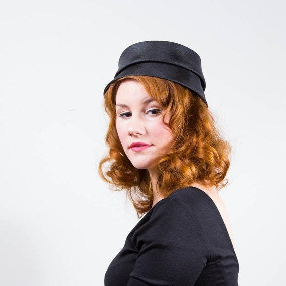 SALE / vintage 1960s hat / pillbox / Tiered