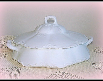 Vintage Haviland Limoges Covered Bowl.  Dinnerware. Glazed Porcelain.  Scalloped Edges, Detailed Embossing.  France
