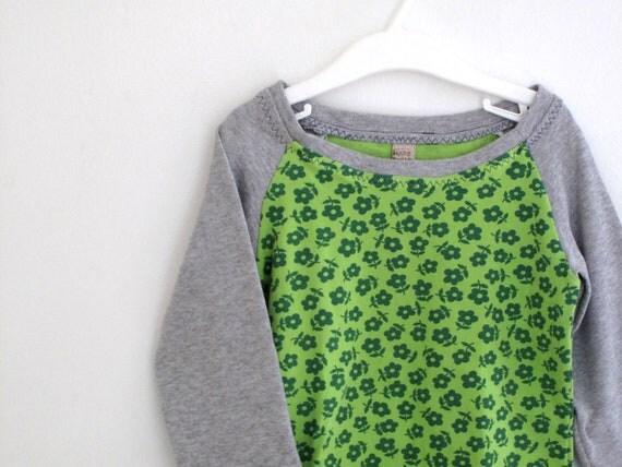 Children long sleeve tshirt . Raglan tshirt for girl. Toddler tshirt long sleeve. Green and warm gray, 100% cotton. Size 3T