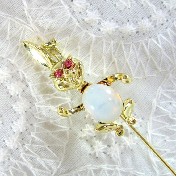 Vintage Hat Stick Pin, Gold Stick Pin, Easter Bunny Brooch, Rabbit Brooch, Glass Opal Jelly Belly Brooch, Lapel Pin, 1970s Animal Jewelry