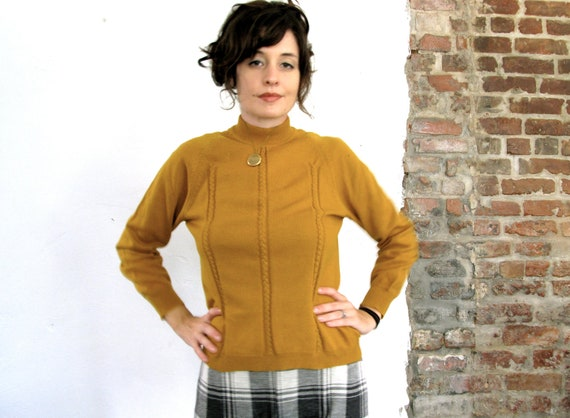 Vintage Turtleneck . 1970s Mustard Cable Knit Sweater . Size Small