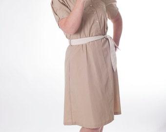 Mind Your Manners 1960s Vintage Khaki And White Pleated Short Sleeve Safari Uniform Shirt Day Dress Sz Medium / 11 / 12 / Small
