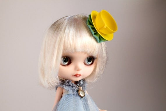 The Mad Hatter's Tea Cup Hat - Yellow - vintage teacup clip hair piece for your Blythe Princess