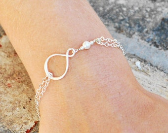Pearl Bridesmaid Jewelry SET OF 4 - White Swarovski Pearl Bracelet - Sterling Silver Infinity Bracelet - Eternity Bracelet