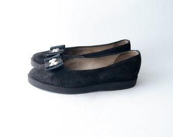 Vintage black suede ballet flatforms / bow shoe clip
