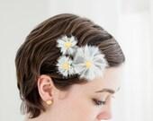 Headpiece für die Brautfrisur: Margeriten und Gänseblümchen aus Seidenorganza in elfenbein mit gelben Knopf, 4 und  6 cm groß,  von noni