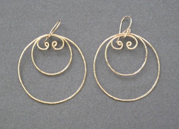 Hammered swirl hoop layer earrings Nouveau 99