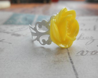 Vintage Look White Filigree and Yellow Rose Adjustable Ring