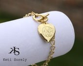 Personalized Heart Locket Bracelet - Monogram Initilas bracelet, Engrave Date Or Message - Toggle Bracelet in Silver, Yellow or Rose Gold