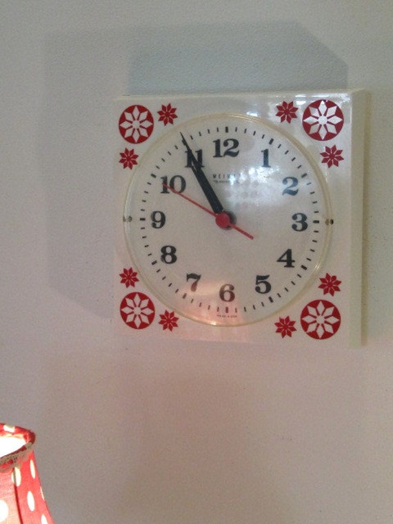 Vintage Wall Clock German Weimar Electronic in Plastic with White and Red Floral decoration