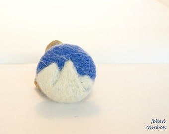Mountain Peaks Brooch, Round felted brooch, Needle felted brooch, sky blue, white, mountains