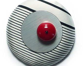 Si Atelier Contemporary Jewelry - Handmade Brooch in black and white stripes, red and silver
