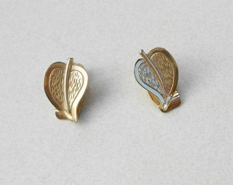 Mid century earrings little etched leaves vintage 1950s clip on back earrings