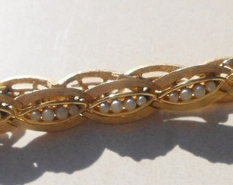 Bracelet Crown Trifari gold leaf link and seed pearls faux 1950s vintage  Free USA Shipping