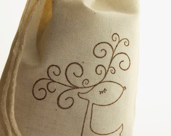 """10 Christmas Reindeer Favor Bags, 5x7"""", Reindeer GIft Bag, Hand Stamped Muslin Bags, Holiday Party Favor Bags, Gift Wrapping"""