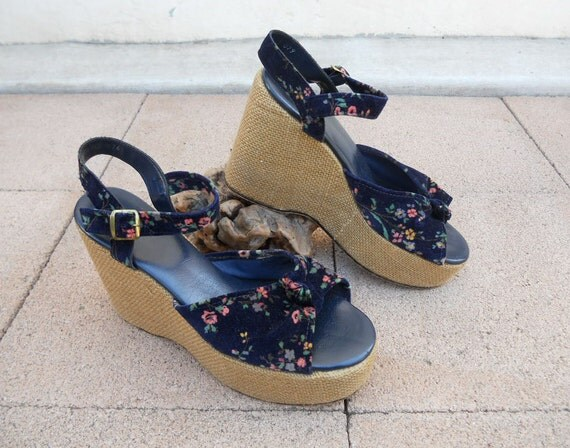 Vintage 70s Blue Velvet Floral PLATFORM Wedges Sz 9