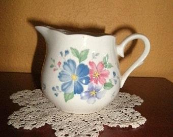 Dainty WHITE CREAMER/NIKKO/Floral/Vintage/Decal