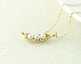 Pea Pod Necklace in Gold.