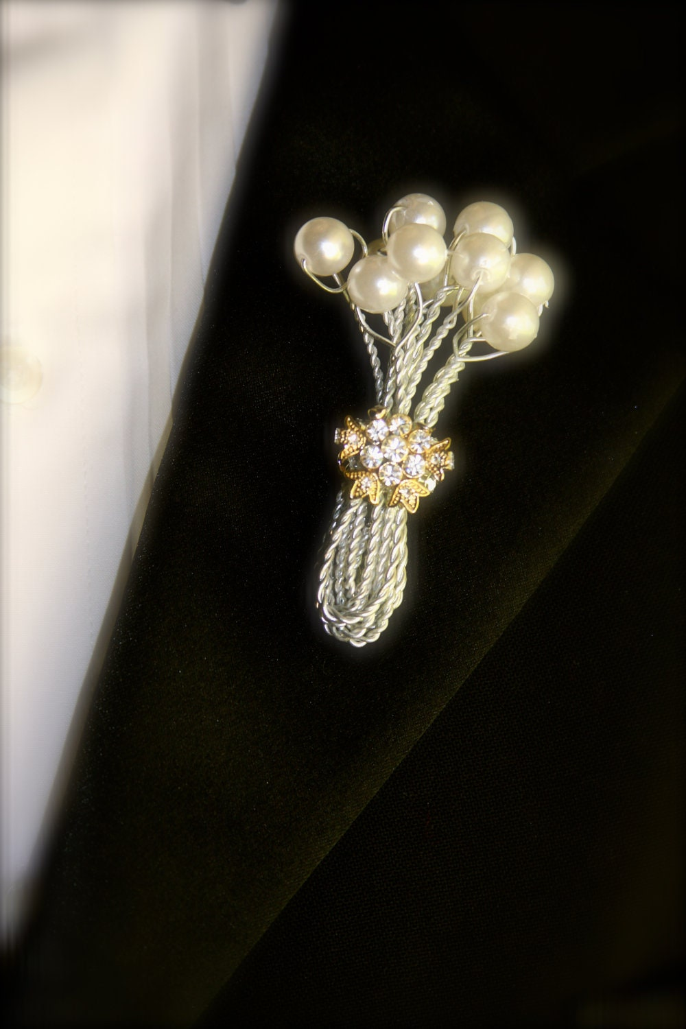 Boutonni 232 Re Or Button Hole For Groom With Pearls And Brooch