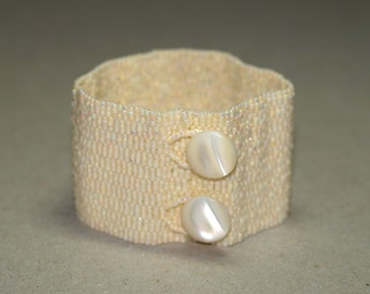 Ivory Band ... Beadwoven Bracelet . Peyote Cuff . Bridal Accessory . Handmade Jewelry . Cream . Mother of Pearl . Vintage Buttons