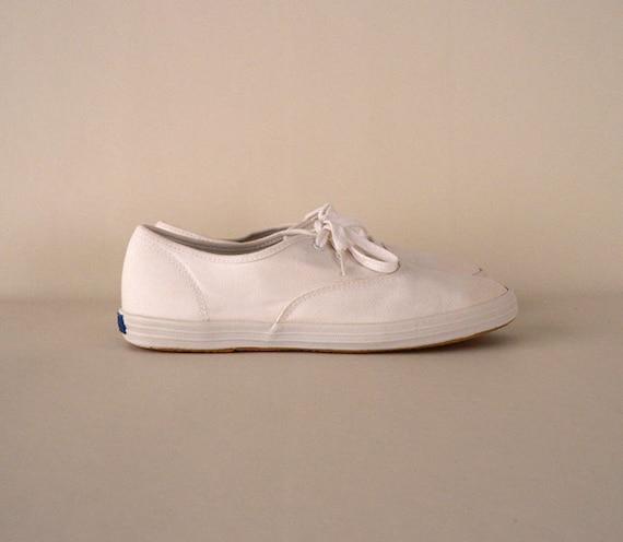s vintage size 8 white canvas tennis shoes