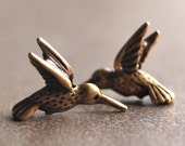 TierraCast Pewter 18mm Hummingbird Charm Antique Brass OX: 2 pc