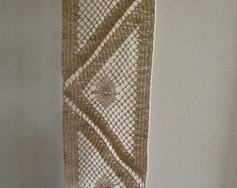 vintage LINEN LACE triangle patch. crotchet. beige. natural. supplies by runningthreads