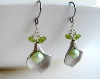 Calla Lily Earrings - August birthstone, silver flower bridesmaid earrings with green pearl and peridot gemstone, bridal jewelry