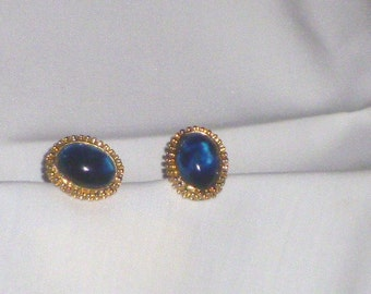 Vintage Touch of Elegance Cabochon stone  Cuff Link with shades of  the blue.