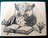 P27 Large Reading Owl rubber stamp
