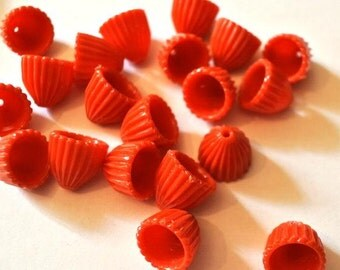 30 Vintage beads orange to red 11mmx12mm
