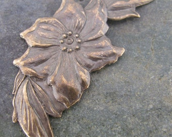 Poinsettia Metal Stamping Jewelry Findings Antiqued Brass 255 - 6 pieces