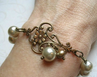 Pearl bracelet, vintage style, gift for her, glass pearls, toggle clasp, womens gift, jewelry gift