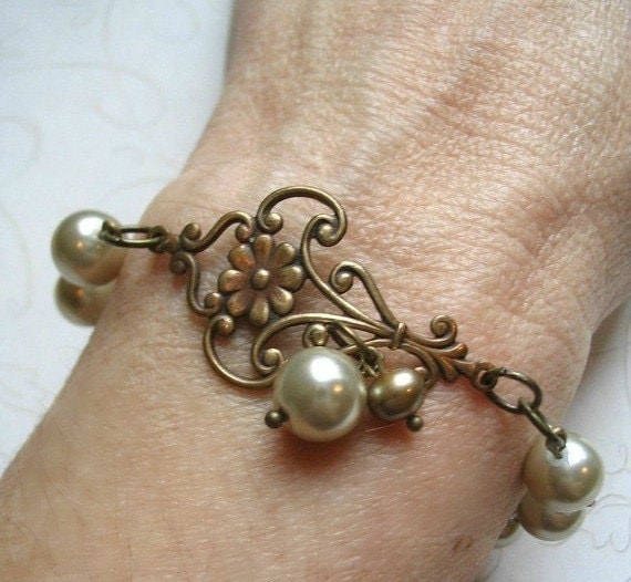 Pearl bracelet, vintage style, glass pearls, toggle clasp