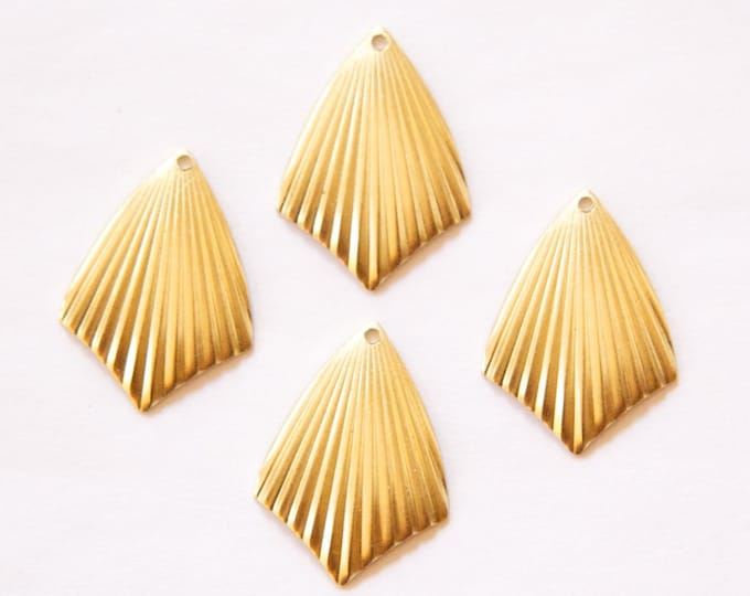 1 Hole Raw Brass Ribbed Dapped Pointed Pendant Charm (6) mtl089B