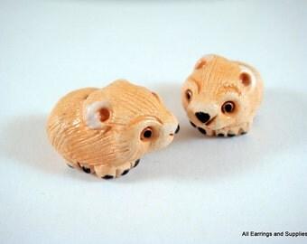 SALE - 2 Wombat Beads Animal Bead Ceramic Hand Painted Glazed 20x12mm - 2 pc - 5952