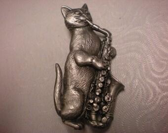 jj pewter pin cooooool CAT PLAYING SAX