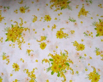 Yellow Daisy . daisy Twin Flat Sheet 1970s . twin flat sheet .  Retro Sheet . yellow daisy sheet