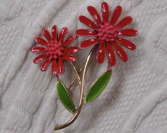 Enamel Brooch .  Red Daisy Enamel Brooch .  1960s enamel brooch . Red Enamel Pin . enamel floral pin